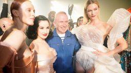 """Жан Пол Готие казва """"Сбогом"""" с последна колекция висша мода в Париж"""
