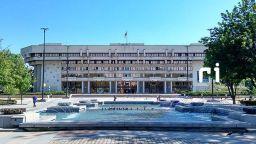 Затвориха за 24 часа сградата на община Русе