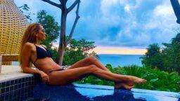 Ивайла Бакалова по бански в колумбийския рай