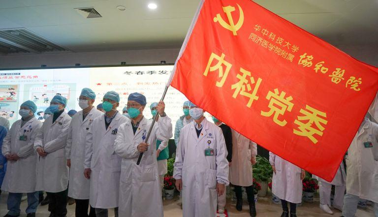 Лекарите от кризисния щаб за борба с вируса