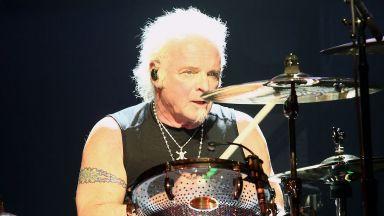"""Съд отхвърли иска на барабаниста на """"Аеросмит"""" да се присъедини към групата на наградите """"Грами"""""""