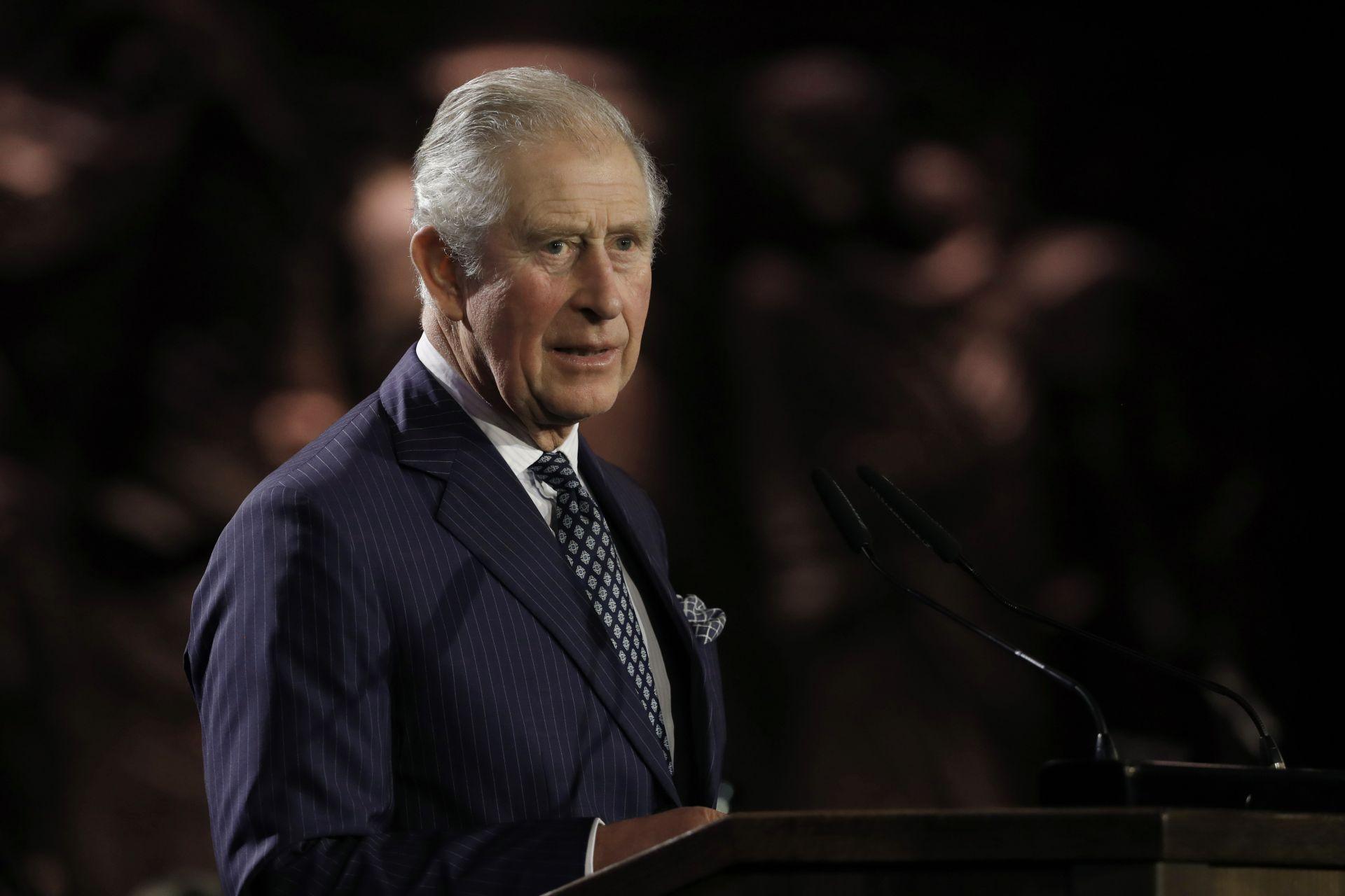 Принц Чарлз говори по време на церемонията
