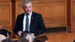 Валери Симеонов поиска незабавно въвеждане на триседмична карантина