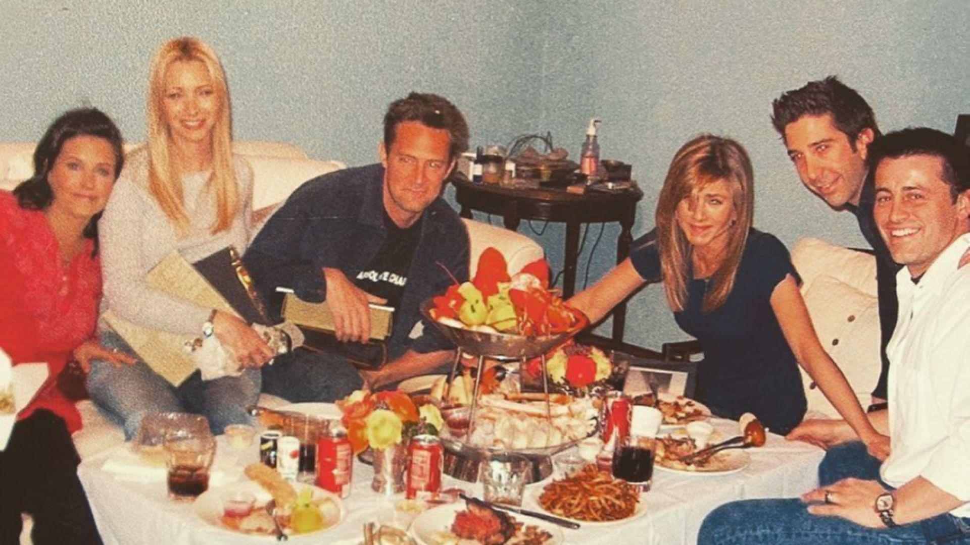 """Кортни Кокс с емоционален кадър от последната вечеря на """"Приятели"""""""