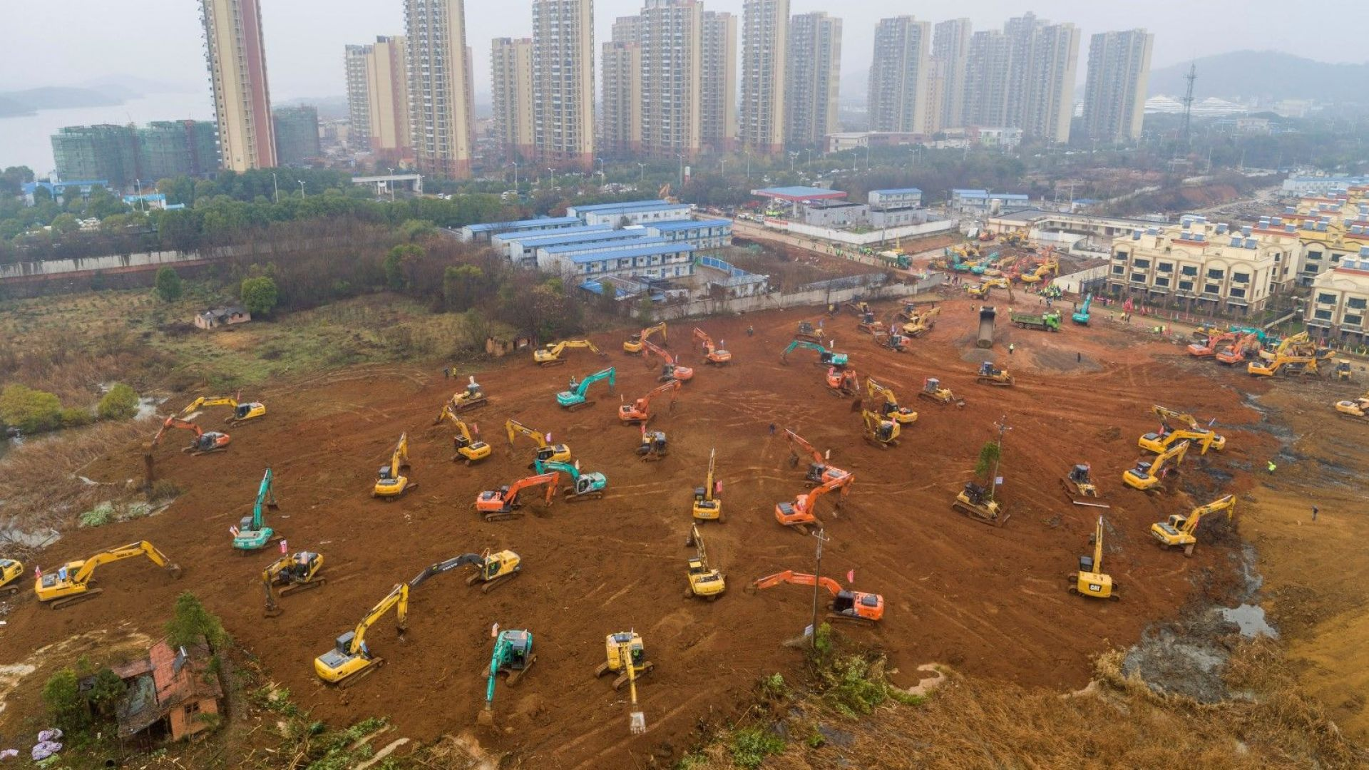 40 милиона китайци са блокирани в поне 13 затворени града