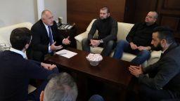 Премиерът Борисов към феновете на Левски: Клубът ще го има, вземете акциите при вас