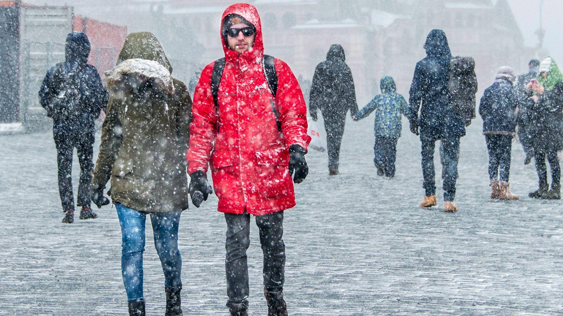 Снегът се превърна в чудо за Москва