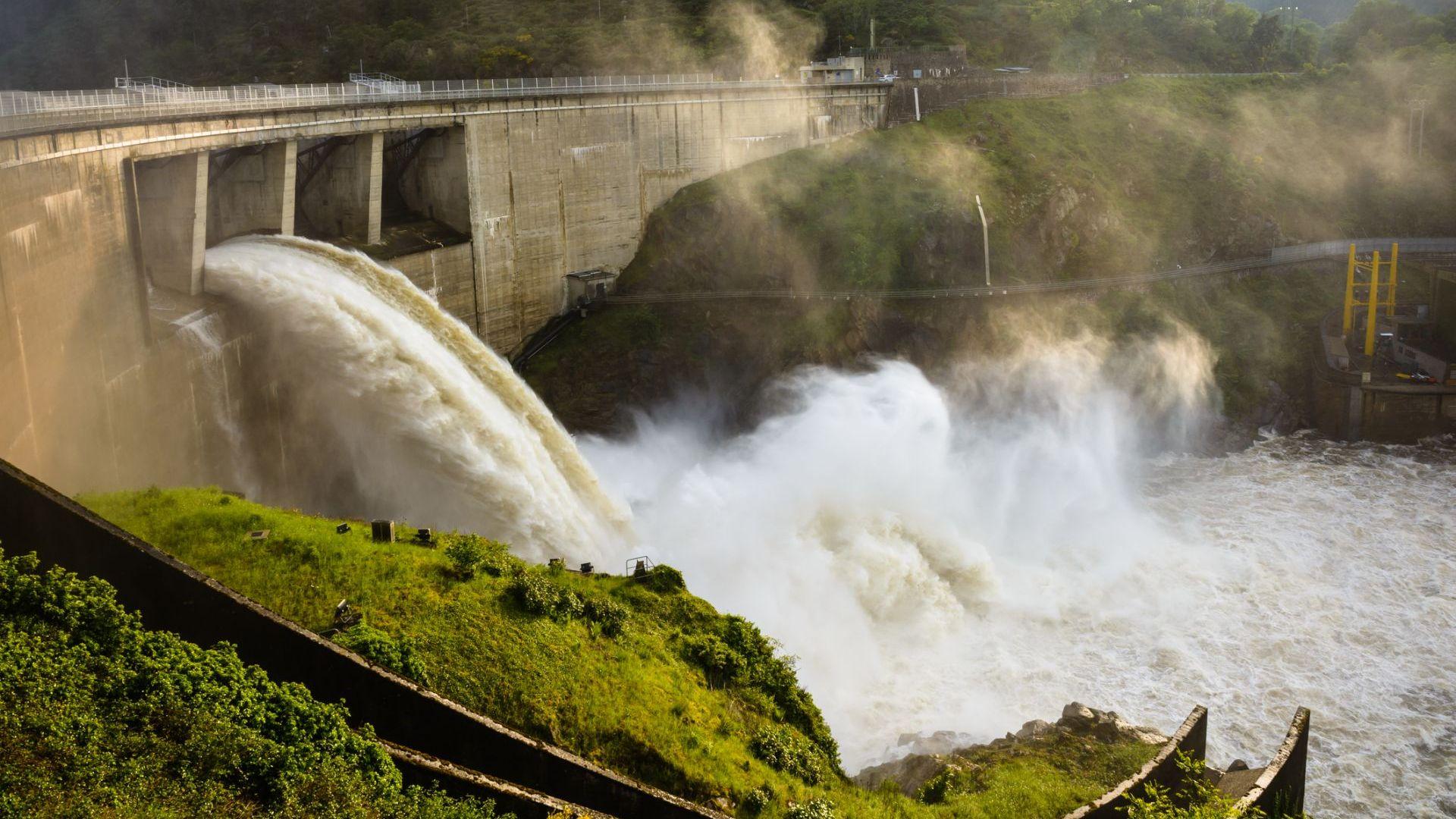 Стачките във Франция свили производството на ток