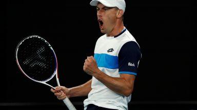 Австралиец даде урок по мъжество - разкри, че е играл с разкъсан мускул срещу Федерер