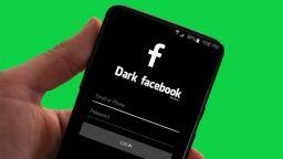 Тъмната версия на Facebook приложението идва до дни