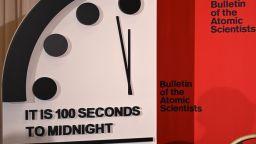 Защо вече сме на 100 секунди от Страшния съд? Джон Меклин обвинява правителствата