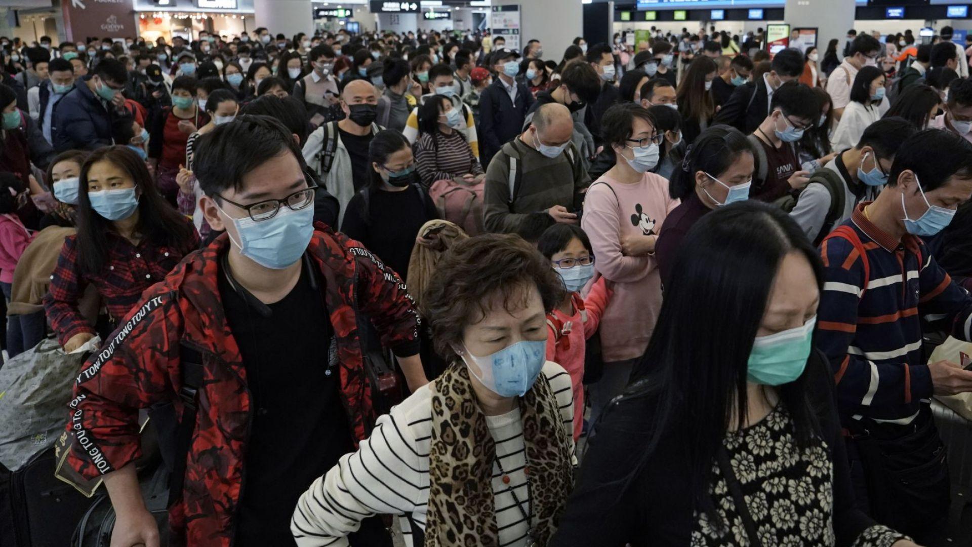 В Китай произвеждат по 8 млн. маски на ден заради епидемията, почина и лекар