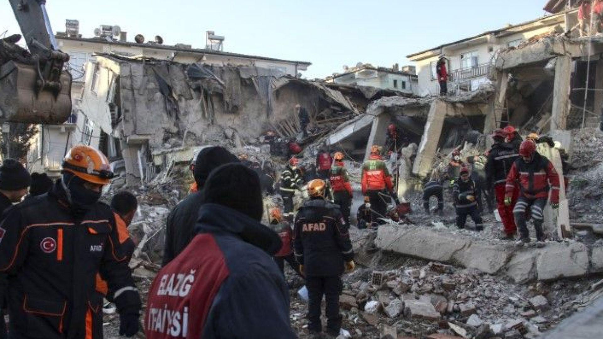 Трийсет и една са вече жертвите на силното земетресение с