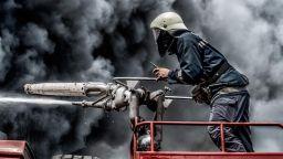 Трима в критично състояние след голям пожар в кравеферма в Кюстендилско