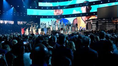 """Шокът от смъртта на Коби Брайънт помрачи и света на музиката на наградите """"Грами"""""""