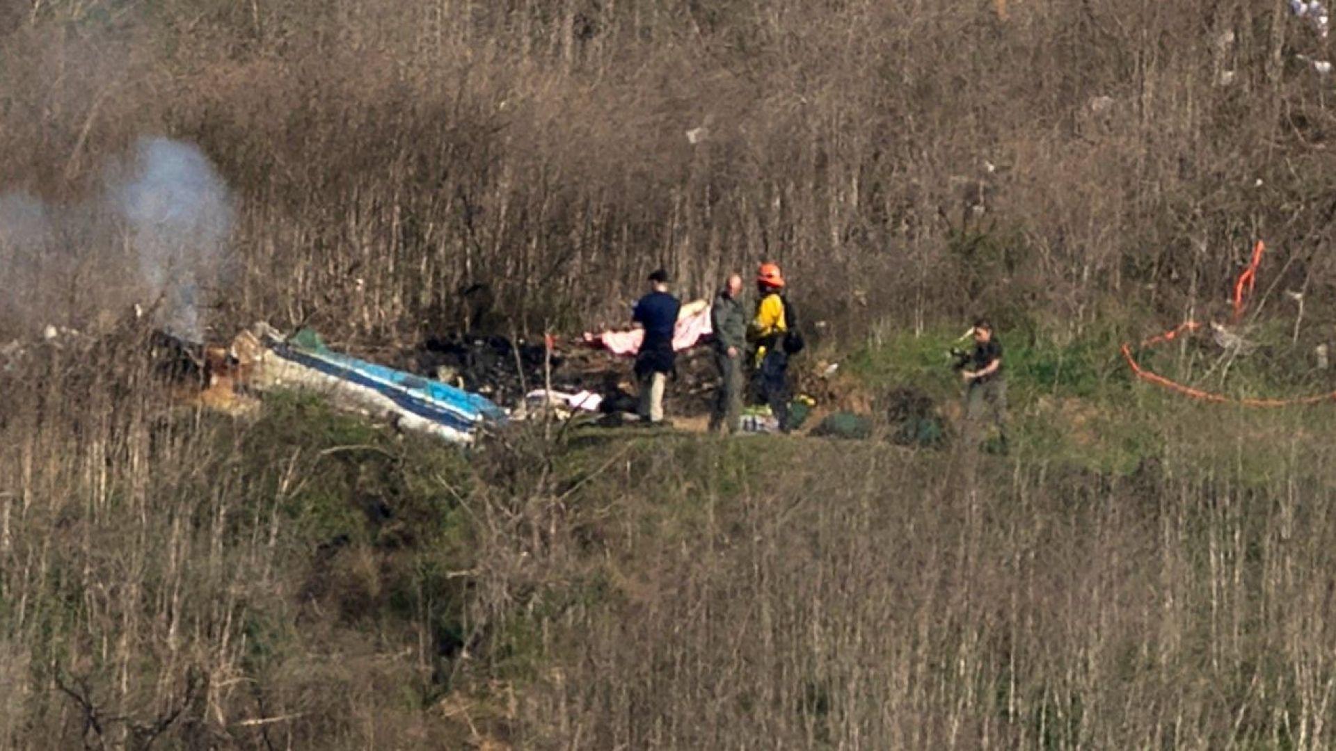 Полицаи показват снимки на труповете в разбилия се хеликоптер на Коби Брайънт