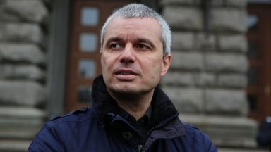 """Костадин Костадинов от партия """"Възраждане"""" с обвинение и под парична гаранция"""