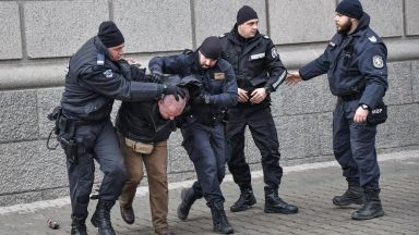 МВР арестува четирима за безредиците пред МРРБ
