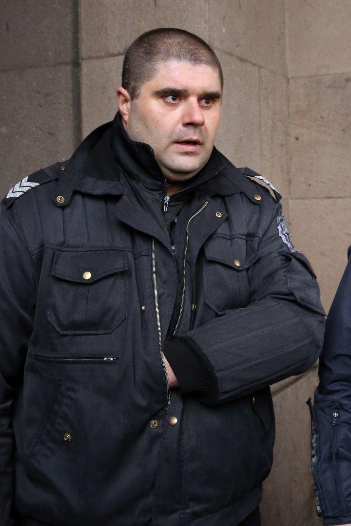Двама служители на реда - инспектор Александра Николова и Цветан Божилов (на снимката) са пострадали при протеста пред МРРБ, съответно от хвърлен предмет и удар с дръжката на знаме