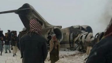 Първи кадри от разбилия се US военен самолет в Афганистан