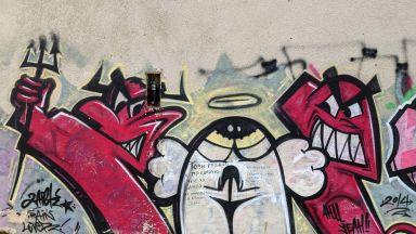 Графит за душите на починали в болница нарисуваха във Варна