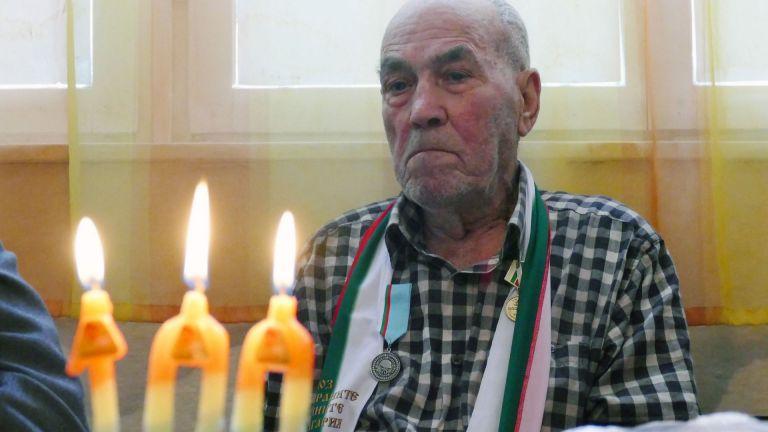 Ветеран от Втората световна война празнува 100-годишен юбилей (снимки)