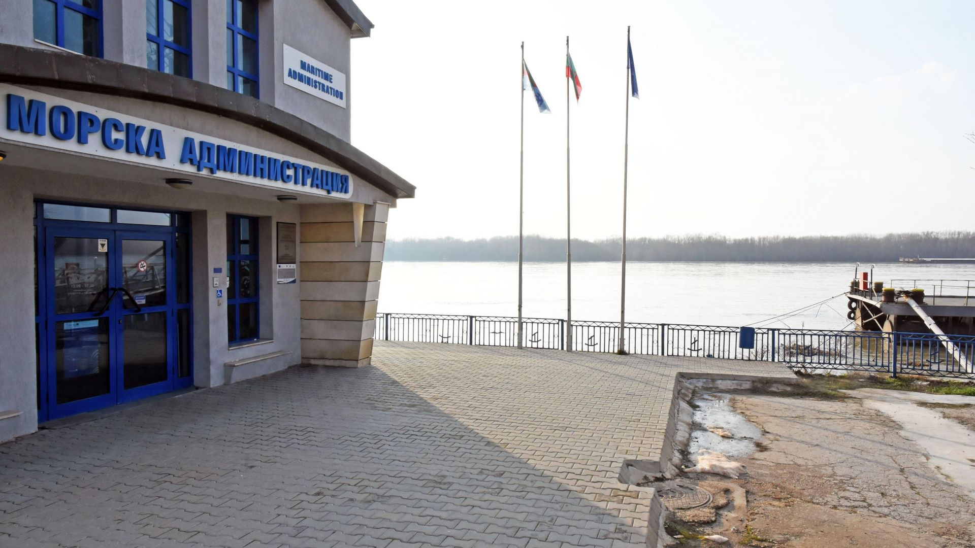 Два прага затрудняват корабоплването по река Дунав в българския участък.
