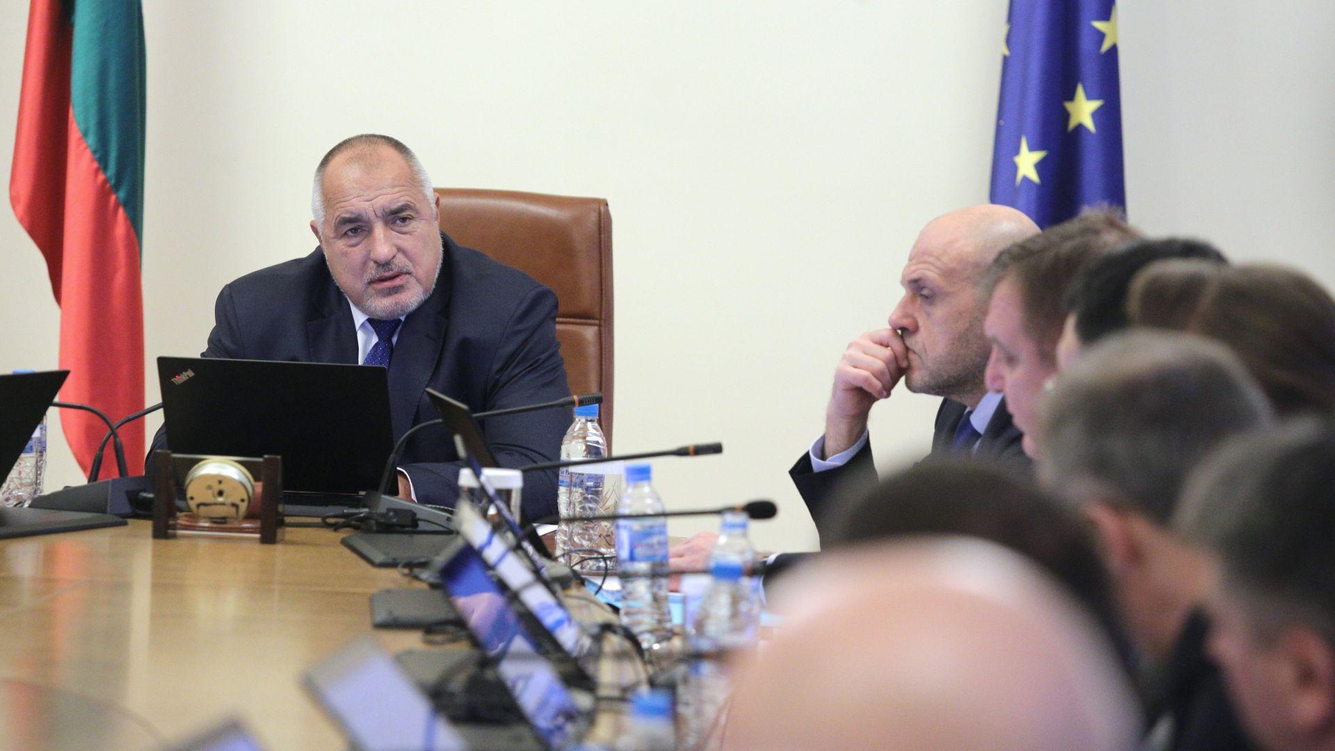 Борисов забрани на министрите да се месят в конфликта между Радев и прокуратурата