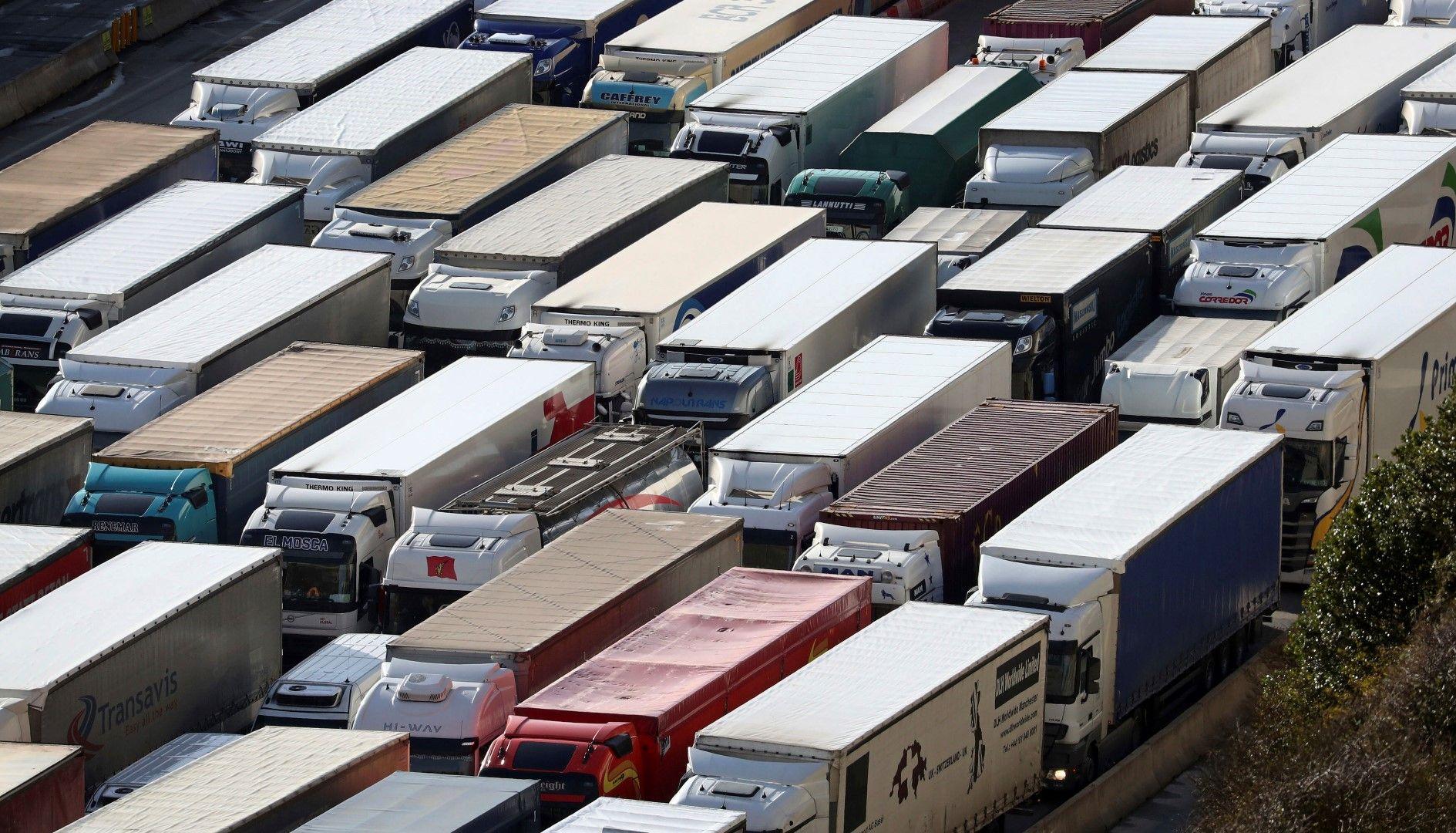 28 януари. Камиони чакат на опашка на пристанището в Дувър, за да преминат на континента, докато Великобритания се готви за Брекзит