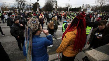 Протестиращи блокираха Орлов мост (видео+снимки)