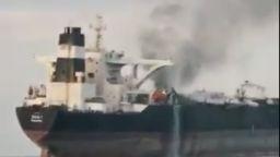 Петролен танкер се запали близо до пристанище Шарджа (видео)