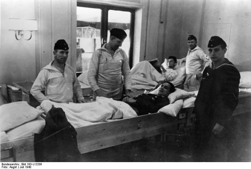 """Германски войници, ранени при Нарвик, се транспортират обратно към Германия на борда на """"Вилхелм Густлоф"""", юли 1940 г."""