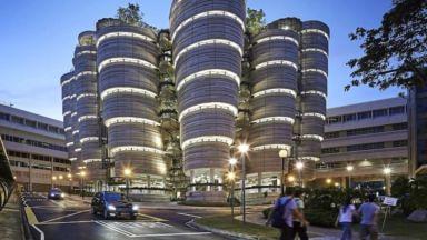 Иновативна университетска сграда в Сингапур, която няма ъгли