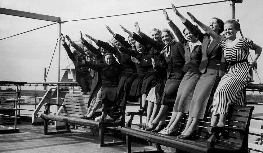 Група немски работнички по време на круиз на кораба през 1938 г.