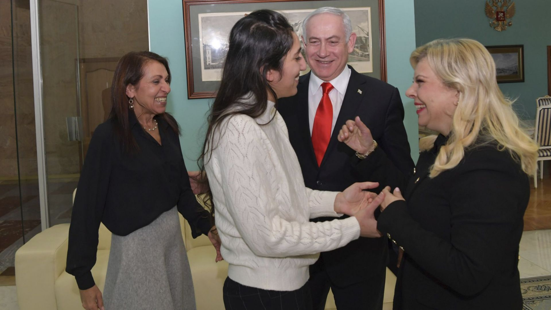 Нетаняху се прибра в Израел с помилваната от Путин Наама Исахар