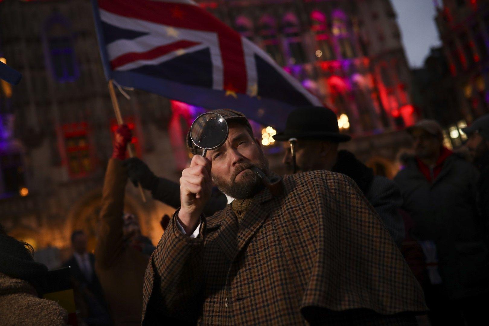 Мъж, пременил се като Шерлок Холмс. Сбогуване с Великобритания бе организирано на централния площад в Брюксел по залез слънце на 30 януари