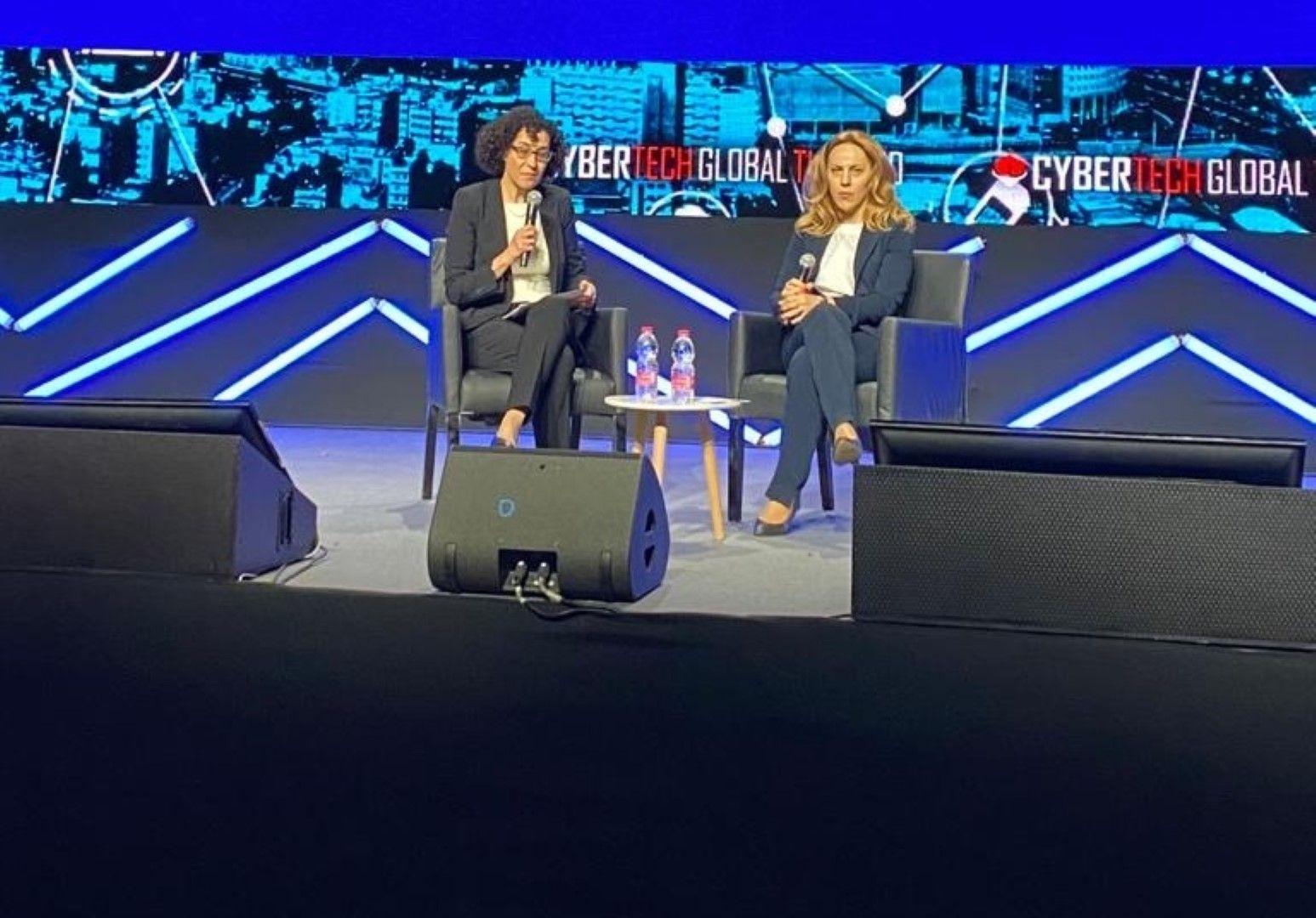 """Вицепремиерът Марияна Николова (вдясно) по време на международния форум """"Кибертехнологии"""" в Тел Авив"""