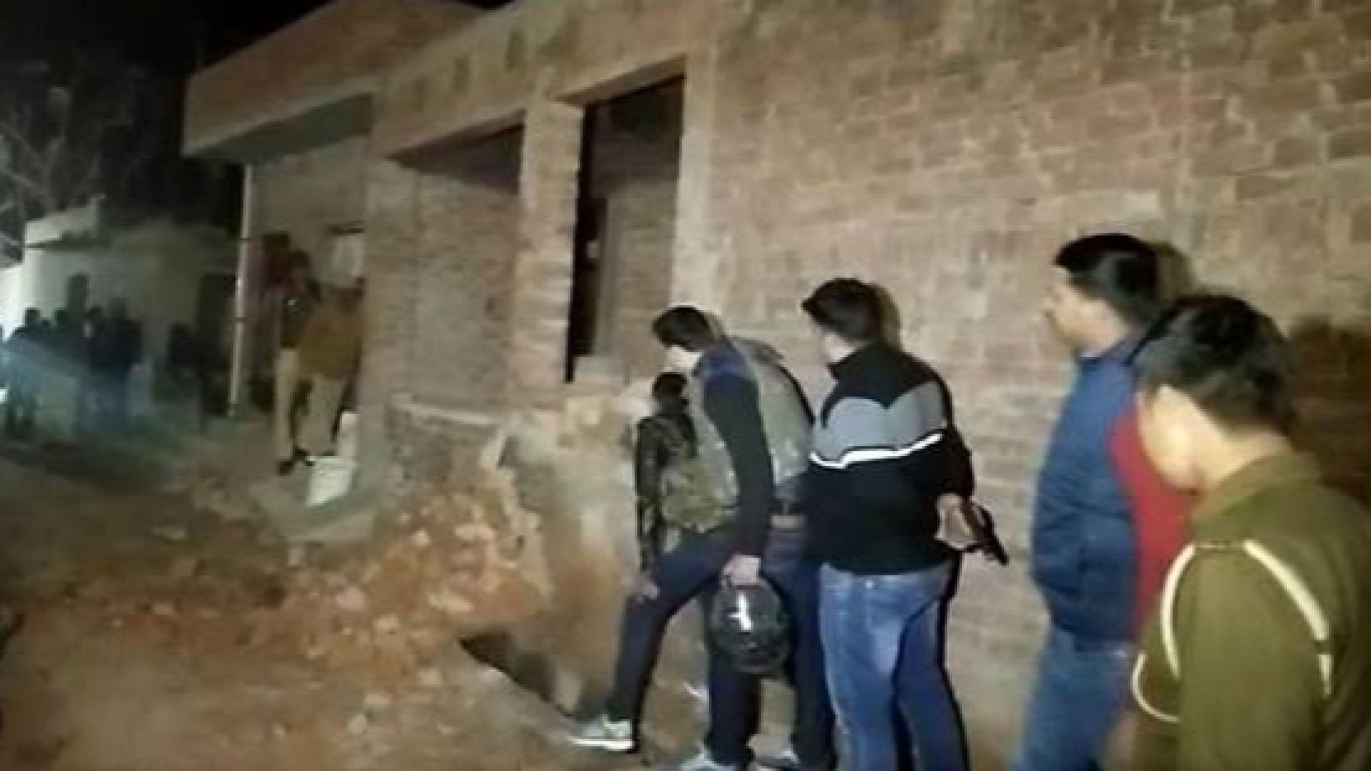 Застреляха похитител, взел 23 деца в Индия за заложници (видео)