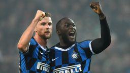 Лукаку се намеси и остави Интер в играта на върха