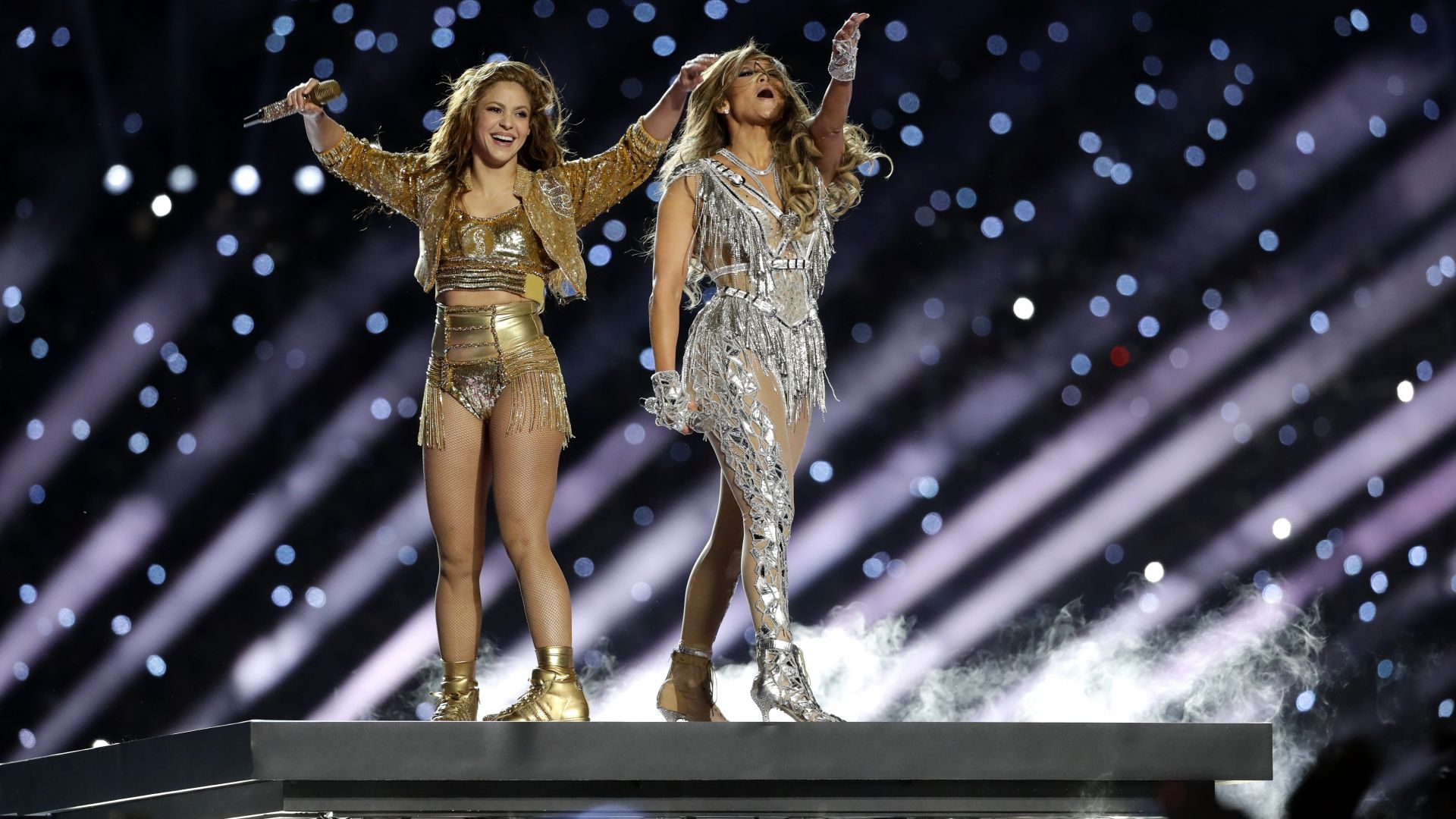 """Дженифър Лопес и Шакира с политически послания на """"Супербоул"""" (снимки, видео)"""