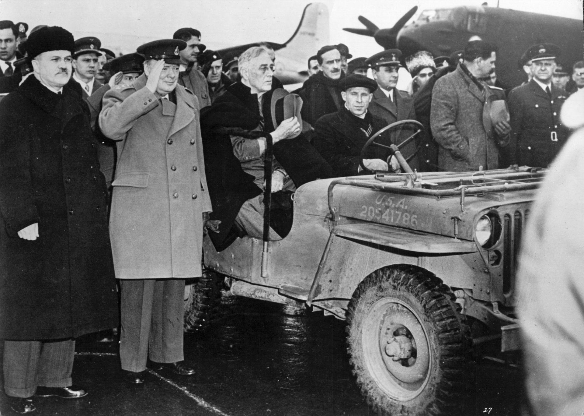 Американският президент Франклин Делано Рузвелт (1882 - 1945) в джип след пристигането си на летището в Ялта за конференцията
