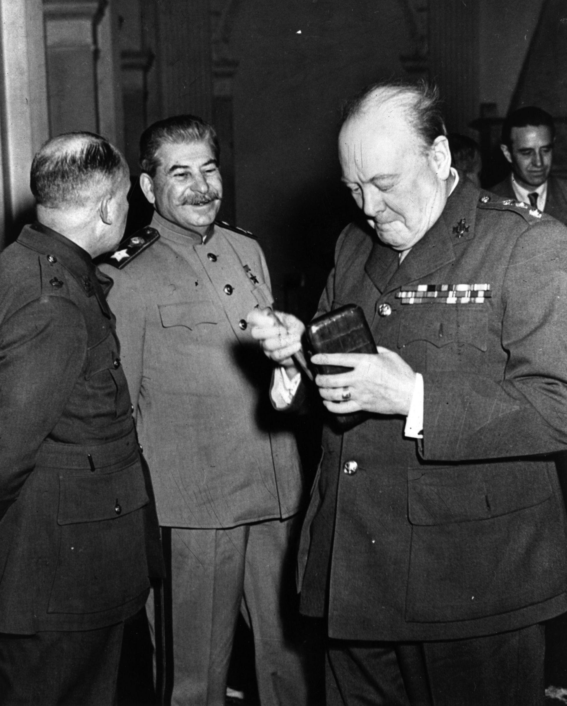 Сталин и Уинстън Чърчил на конференцията в Ялта