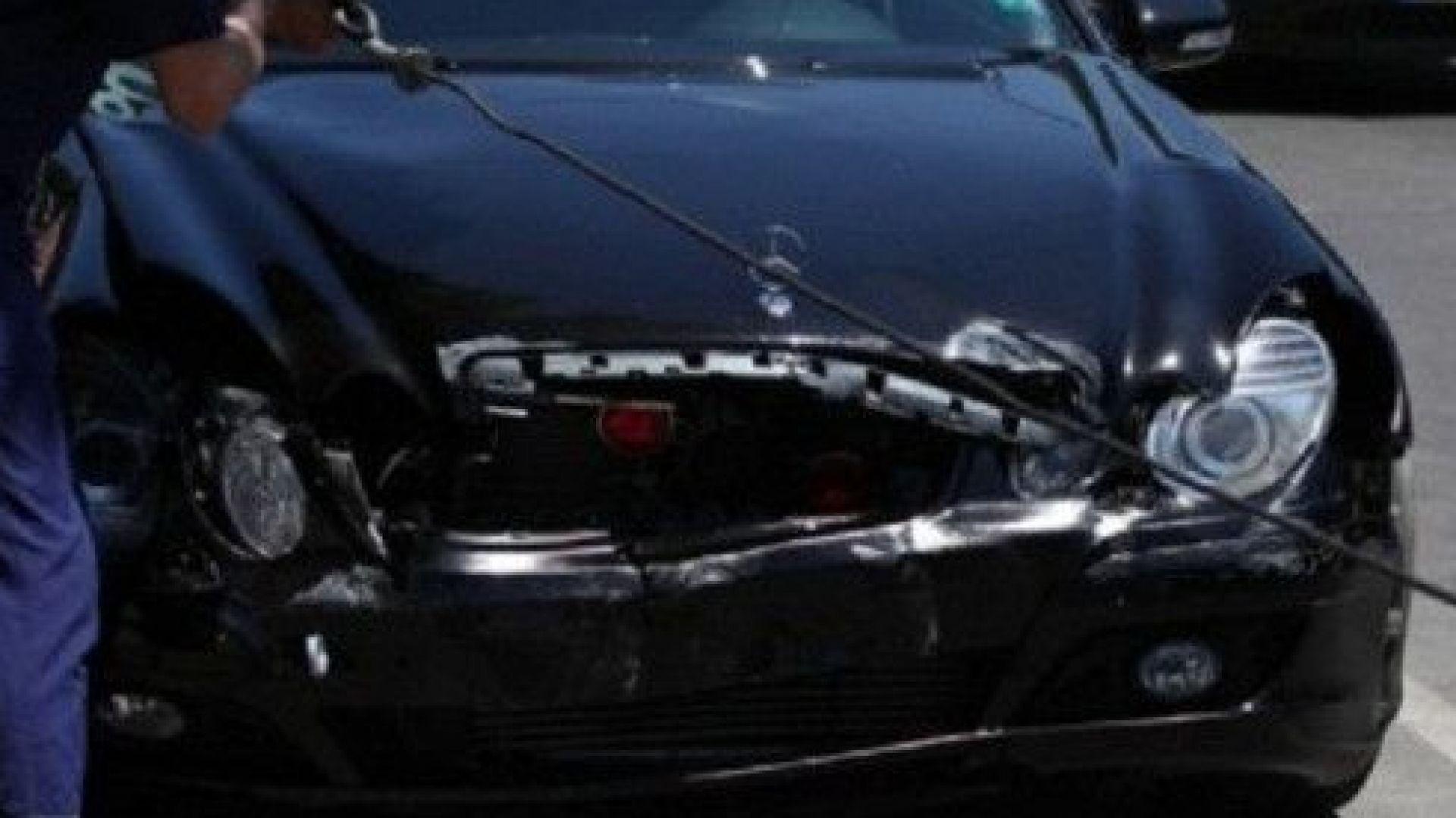Кола на НСО катастрофира в Пловдив