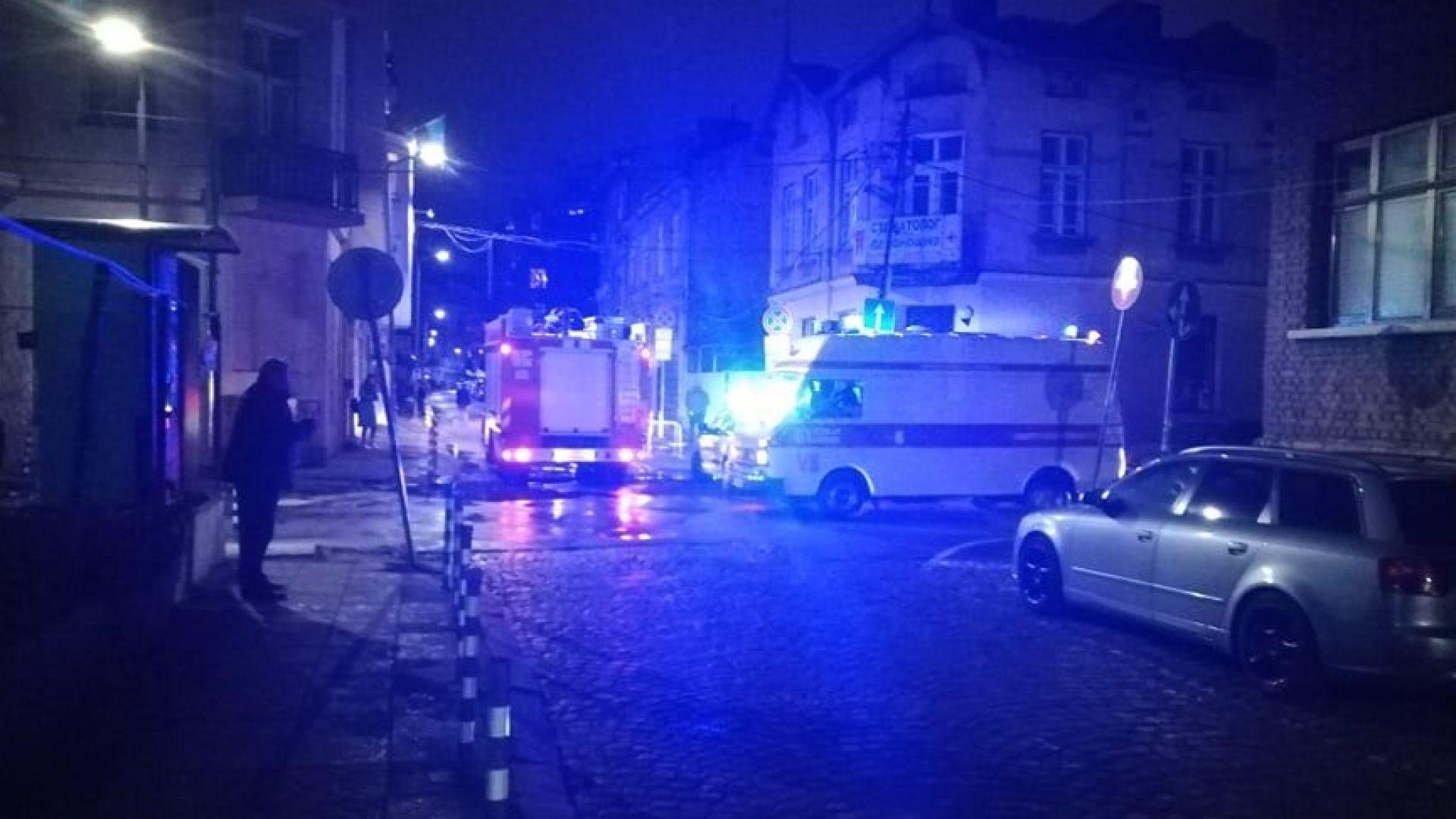 Мъж загина в горящ апартамент в София (снимки)