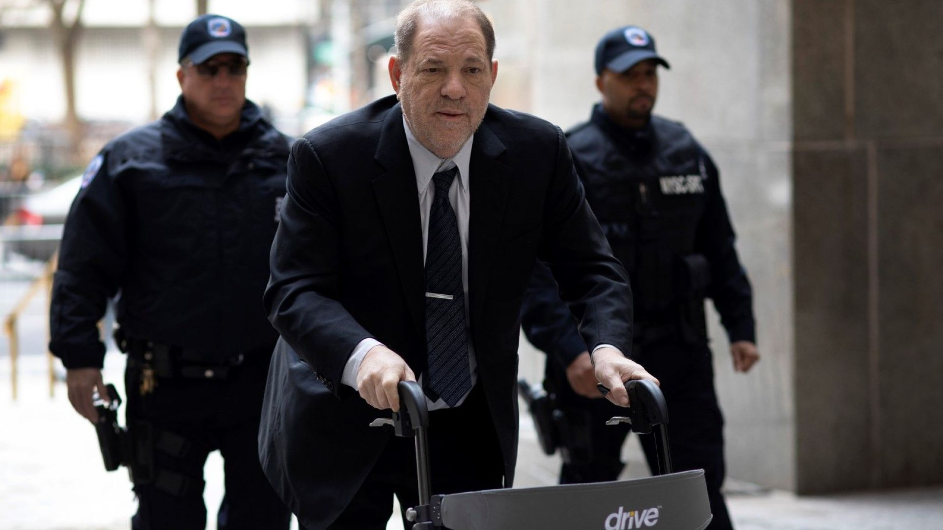 Ключова обвинителка срещу Харви Уайнстийн бе подложена на кръстосан разпит