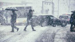 Топло днес, застудяване и сняг в сряда