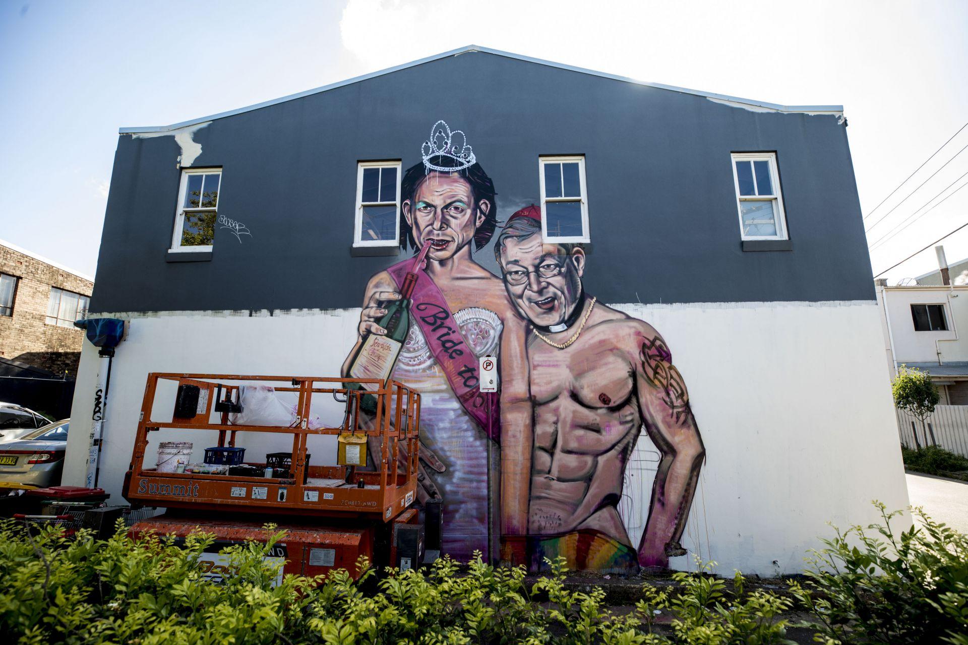 Графит с образите на Тони Абът и Кардинал Джордж Пел