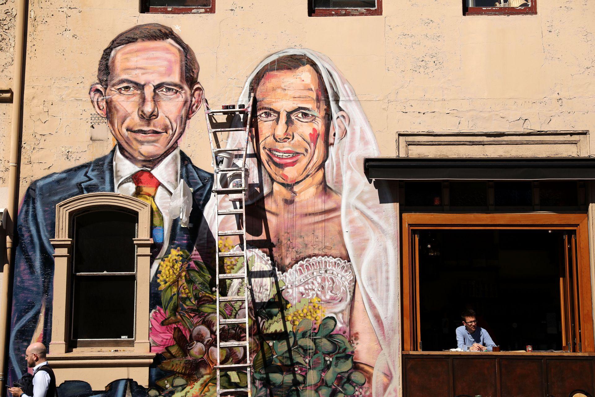 Графит с образа на бившия премиер Тони Абът във връзка с позицията му за еднополовите бракове