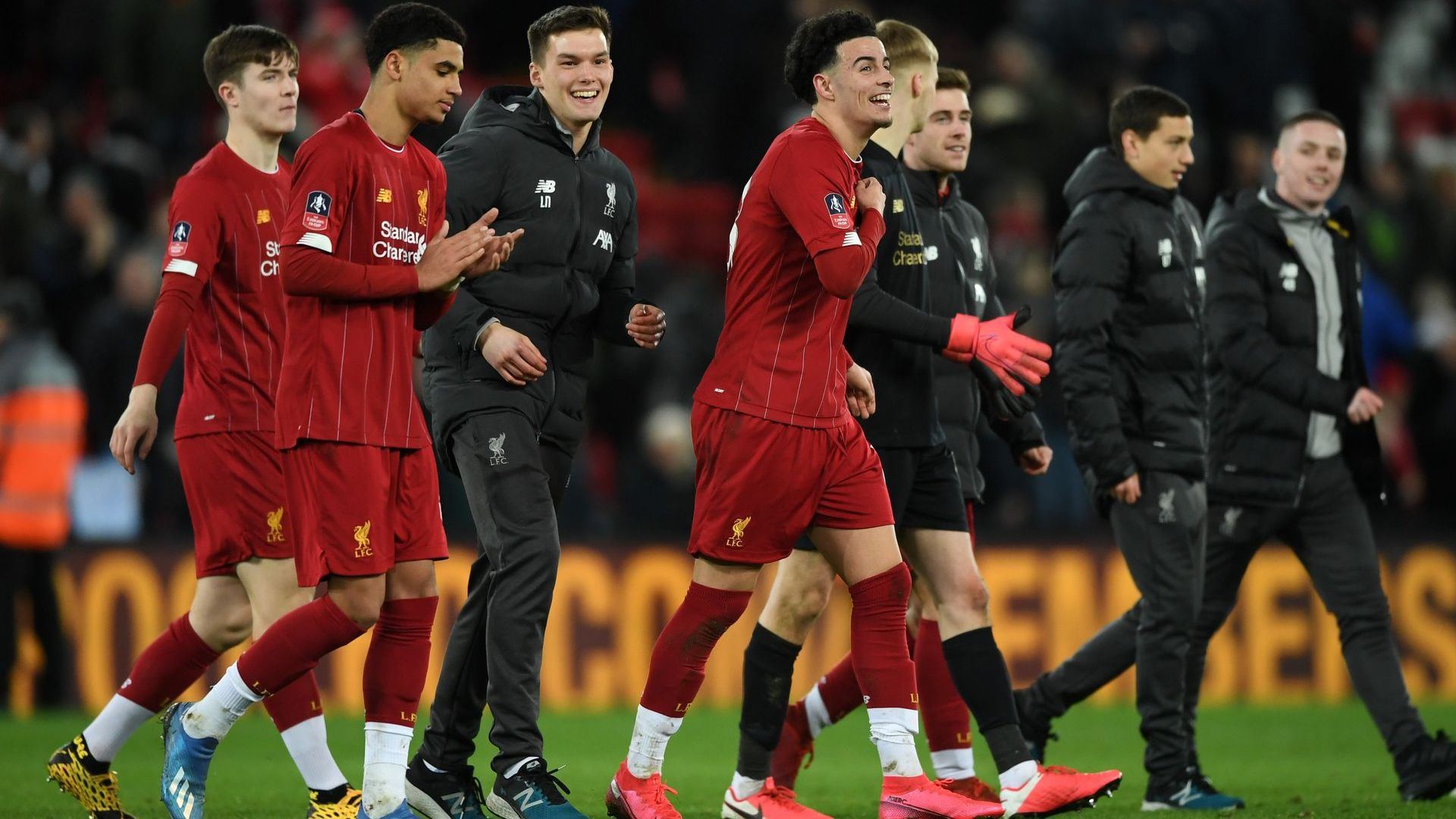 Най-младият Ливърпул победи за историята, Рууни се изправя срещу Юнайтед