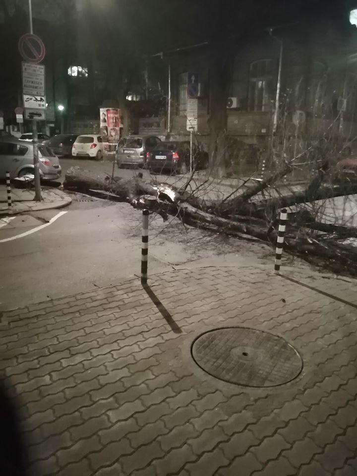"""Кръстовището на улиците """"Будапеща"""" и """"Екзарх Йосиф"""""""